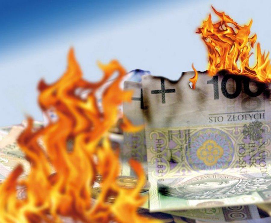 Pieniądze podatników wrzucane do ognia