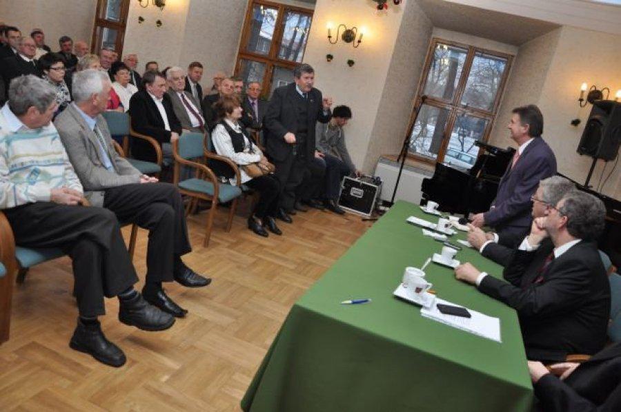 TRZEBINIA.Pełna sala na spotkaniu z eurodeputowanym