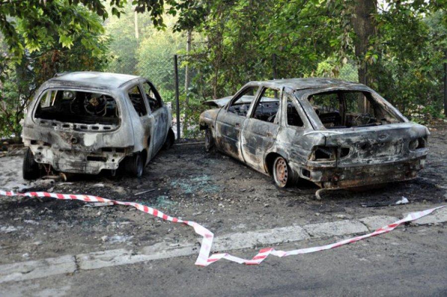 TRZEBINIA. W nocy spłonęły trzy samochody
