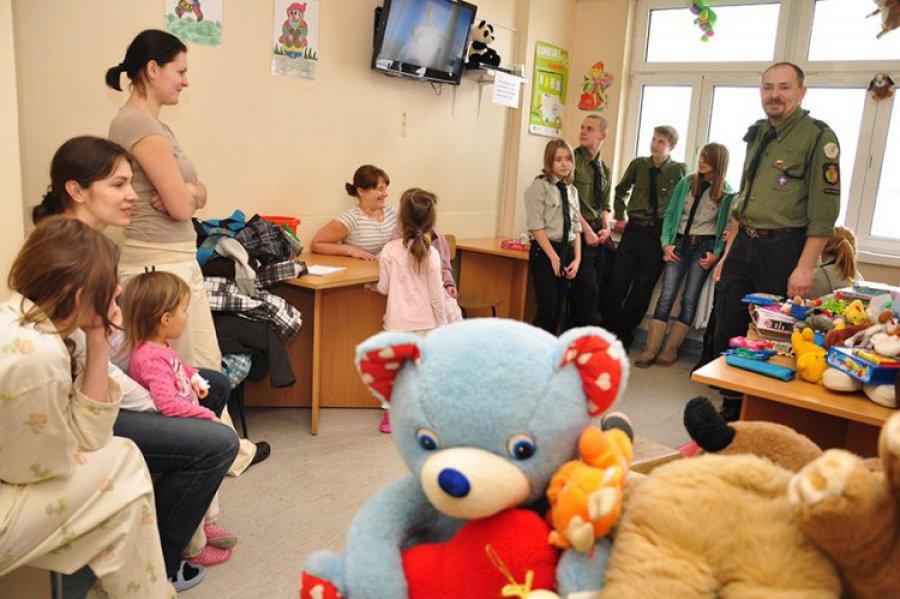 CHRZANÓW. Zebrali dary dla maluchów z oddziału dziecięcego