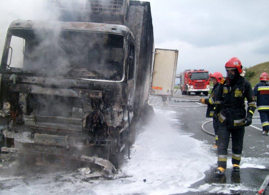ALWERNIA. Spłonęła ciężarówka. Kierowca w szoku