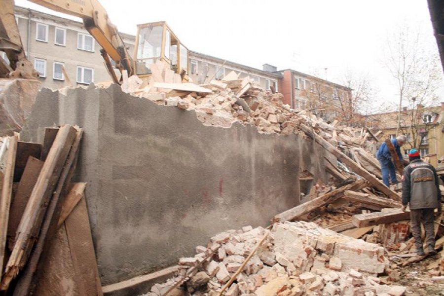 CHRZANÓW. Robotnicy burzą kamienicę przy ulicy Kadłubek
