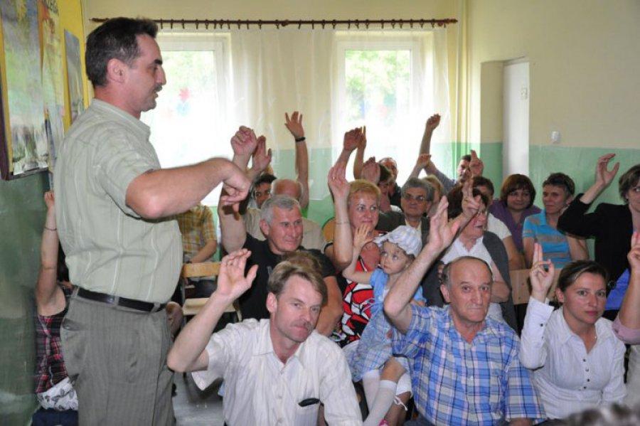 Mieszkańcy są jednomyślni: budynek szkoły dla fundacji