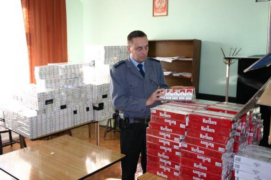 Policjanci zatrzymali Czechów przemycających papierosy