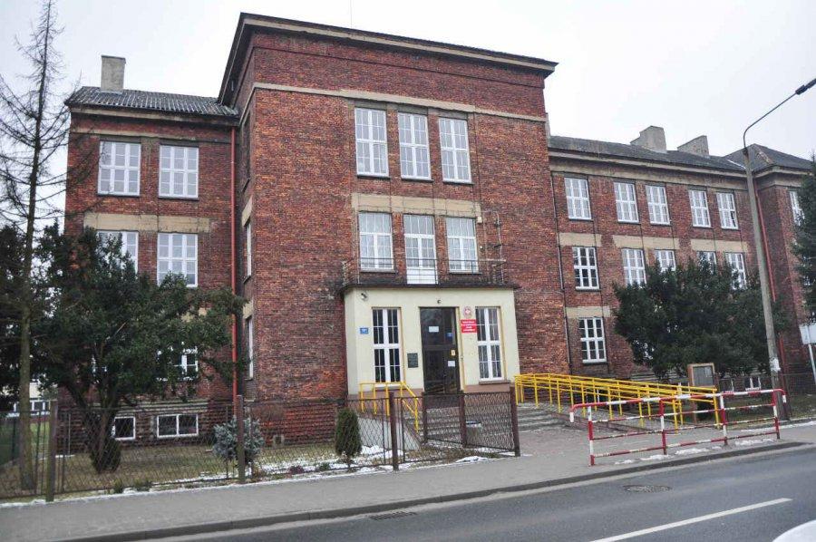 Fundacja rozpoczęła remont liceum bez zgody właściciela