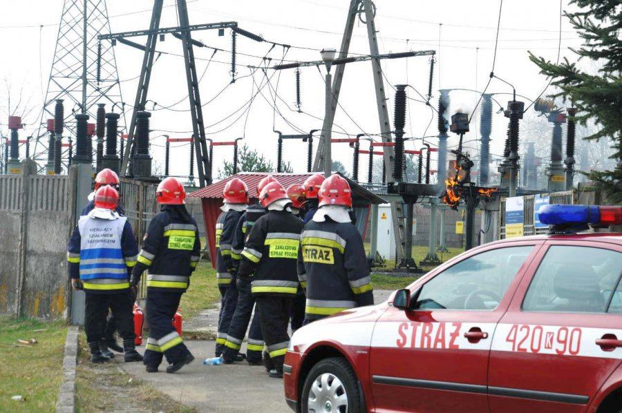 Strażacy gasili pożar i uwalniali z windy ludzi