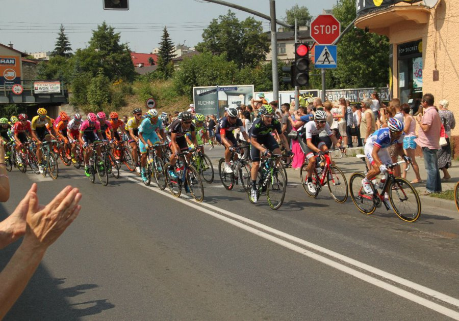 Kibice klaskali i robili zdjęcia peletonowi Tour de Pologne