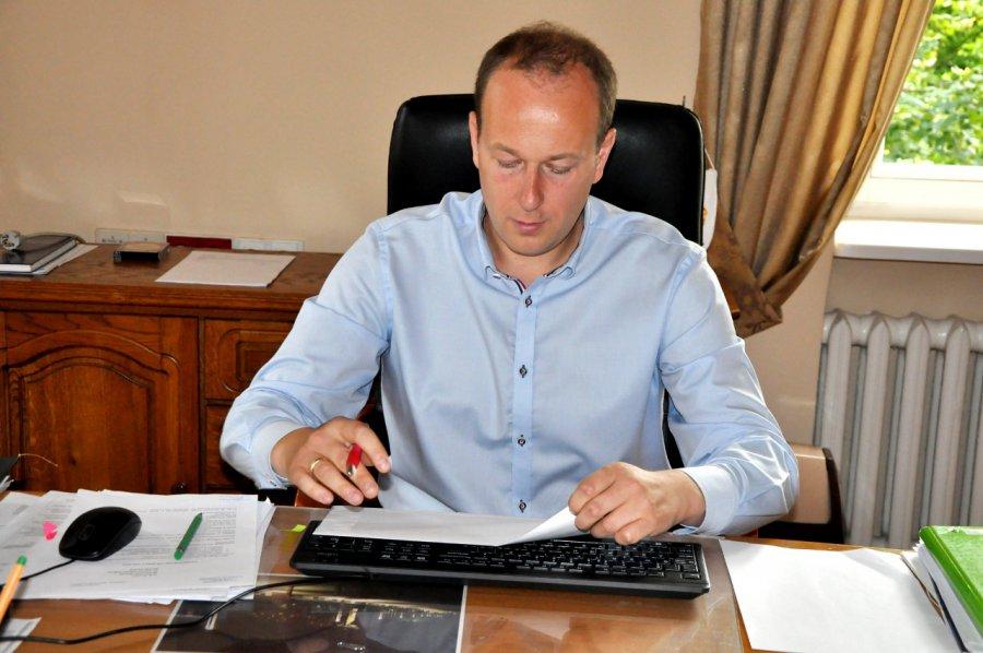 Burmistrz Marek Niechwiej usłyszał kolejne zarzuty