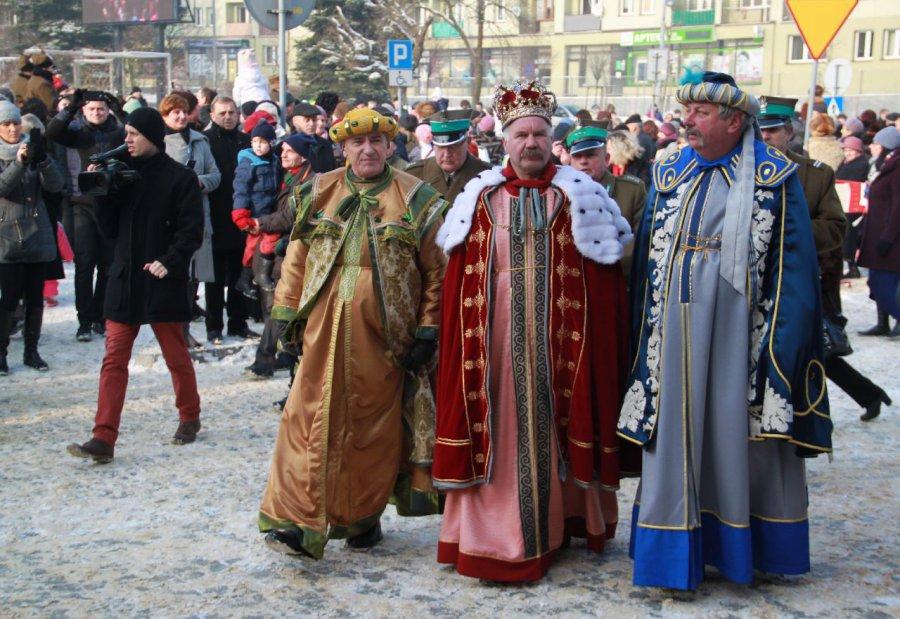Trzej Królowie przyjechali na koniach z trzech stron miasta