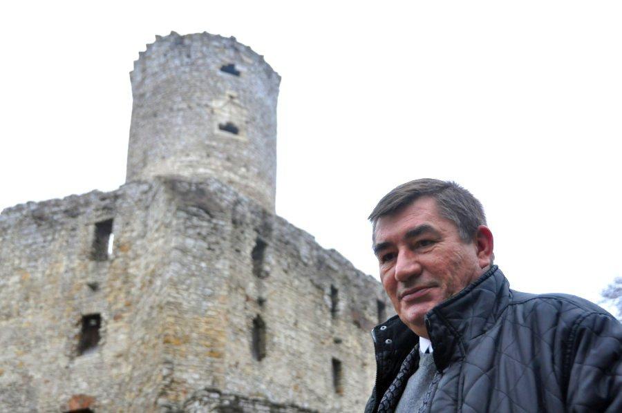 Coraz więcej turystów odwiedza skansen i zamek Lipowiec