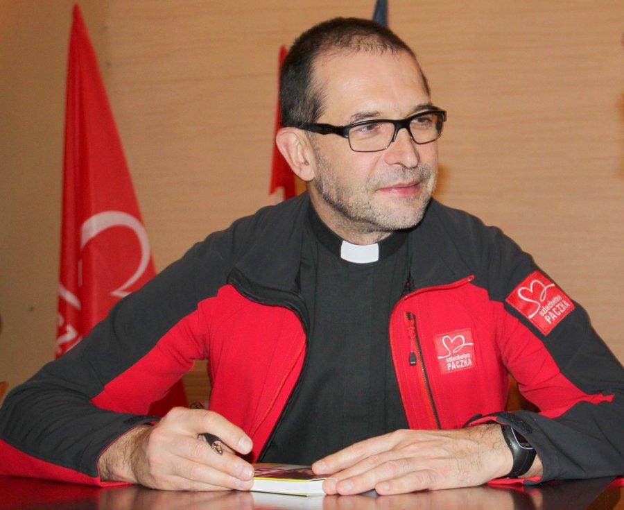 Jacek Stryczek. Ksiądz, który połączył biednych i bogatych