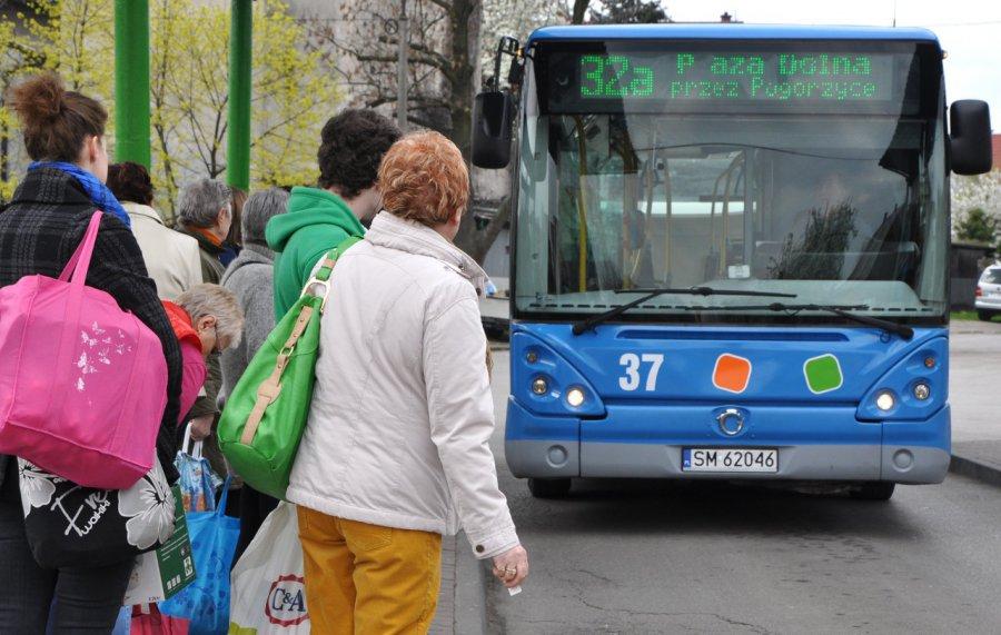 W czwartek właściciele aut mogą korzystać z komunikacji miejskiej bez biletu