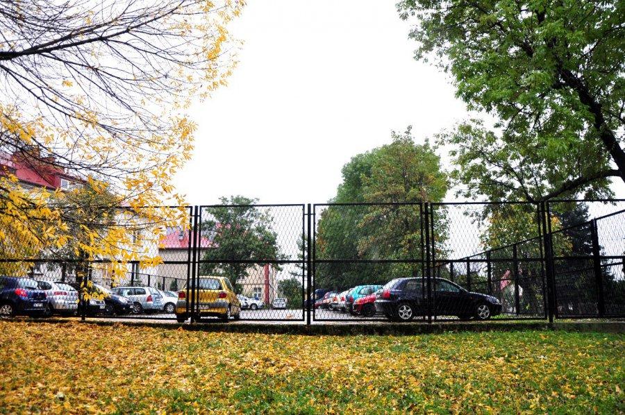 Parking tylko dla szkoły. A co z mieszkańcami?