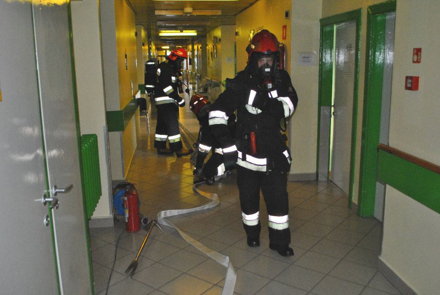 Strażacy ewakuowali pacjentów