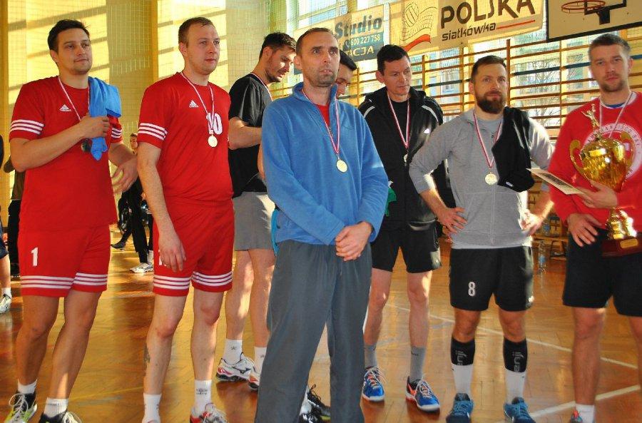 Słońce oślepiające siatkarzy zaświeciło dla zawodników TKKF Ósemka