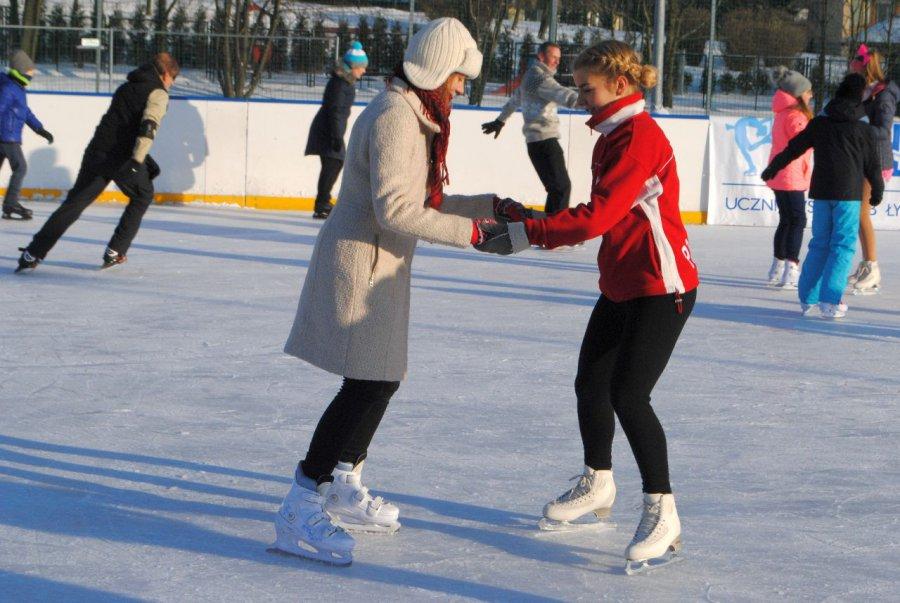 Mieszkańcy oklaskiwali mistrzów łyżwiarstwa i skorzystali z ich porad