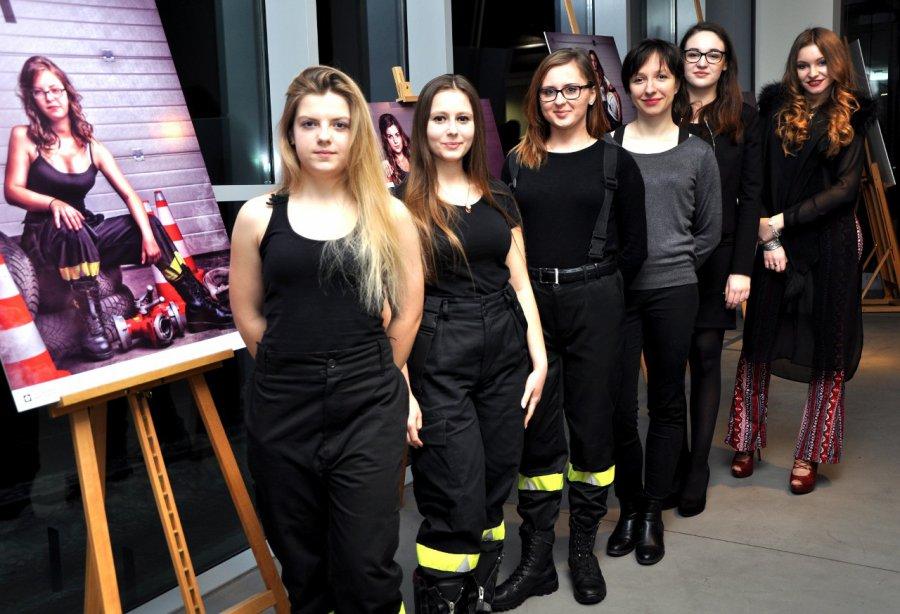 Chrzanowskie strażaczki w roli modelek