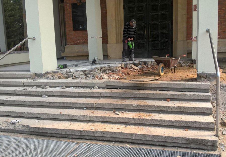 Do kościoła poprowadzą nowe schody