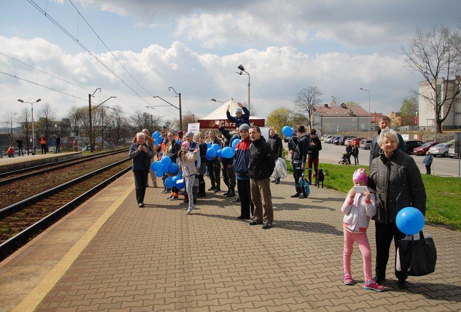 Miłośnicy kolei przywitali pociąg do Pragi (FILM)