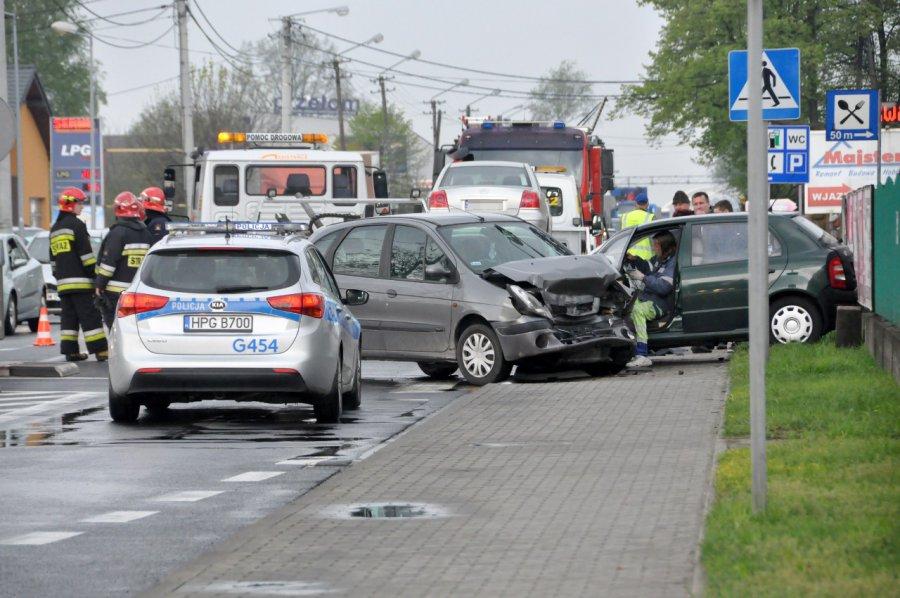 Zderzyły się trzy auta. Są ranni