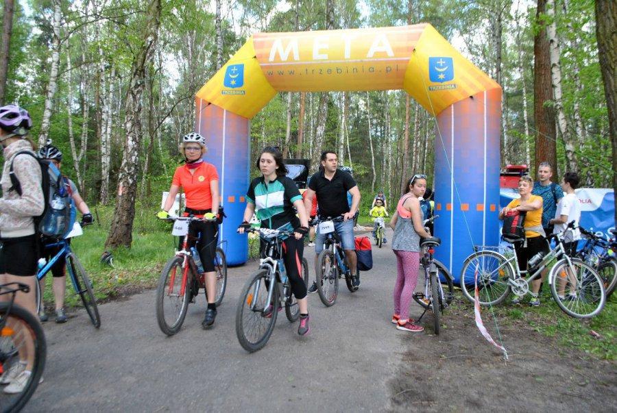 Rowerzyści po przejechaniu 45 km odpoczęli nad Chechłem  (ZDJĘCIA, WIDEO)