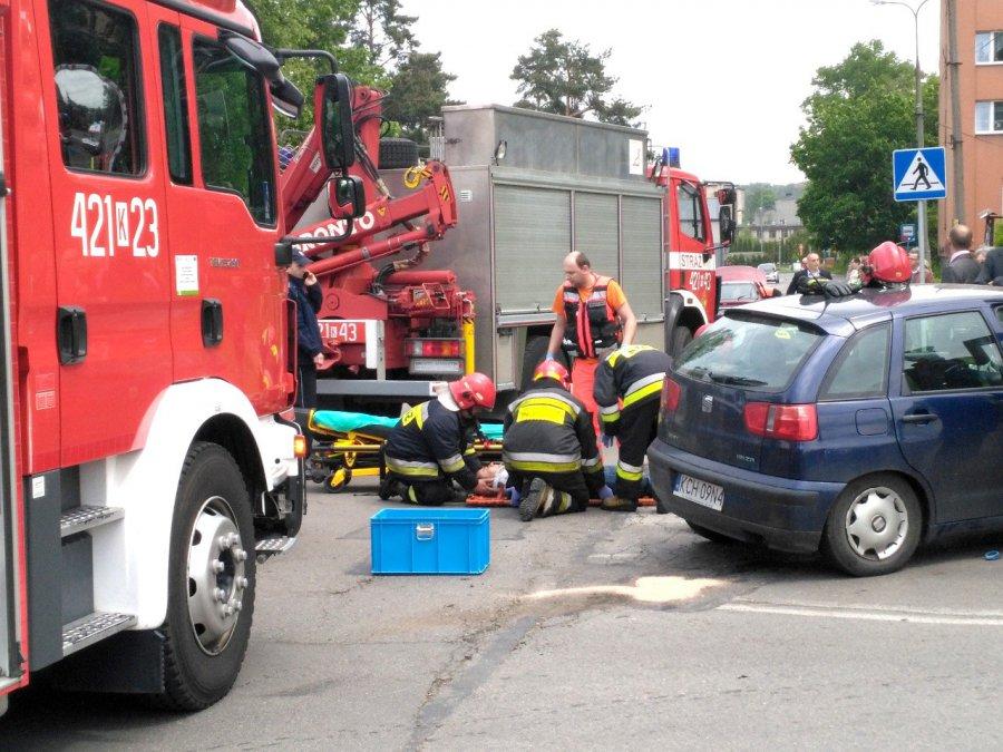 W wyniku wypadku dwie osoby trafiły do szpitala (zdjęcia)