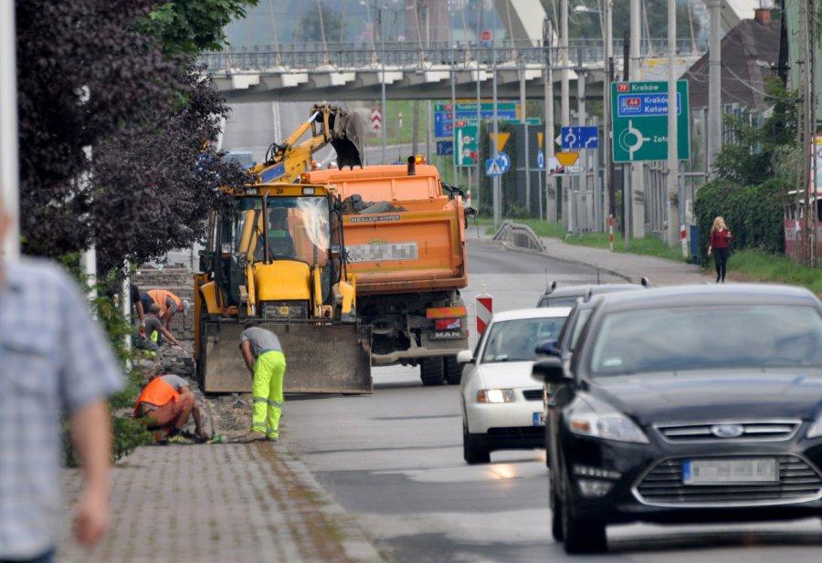 Robotnicy rozpoczęli remont krajówki