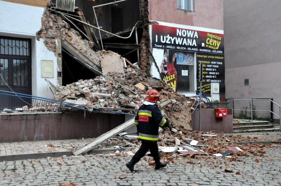 Katastrofa budowlana w Chrzanowie. Reszta budynku może runąć (WIDEO, ZDJĘCIA)