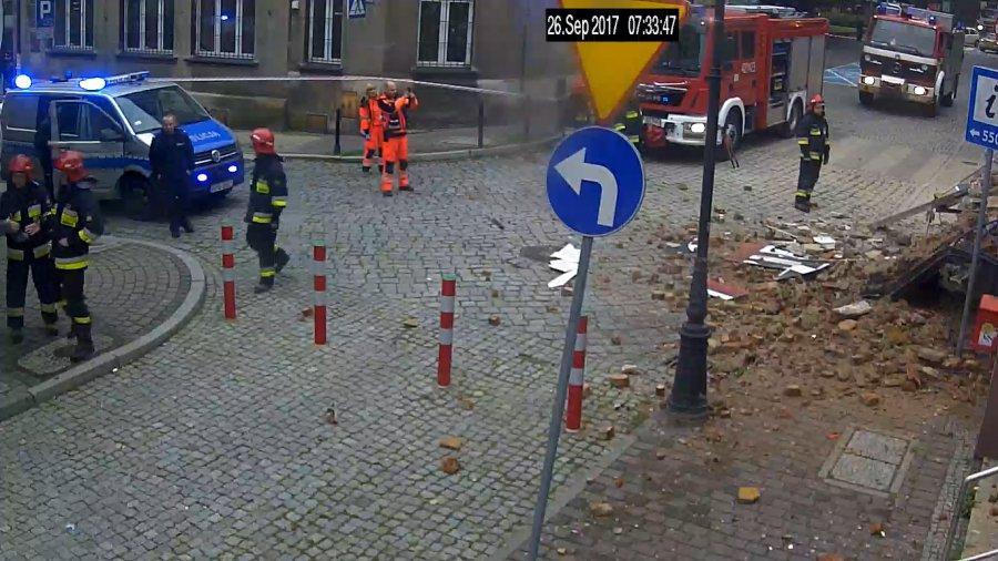 Kamera zarejestrowała moment katastrofy budowlanej w Chrzanowie (WIDEO)