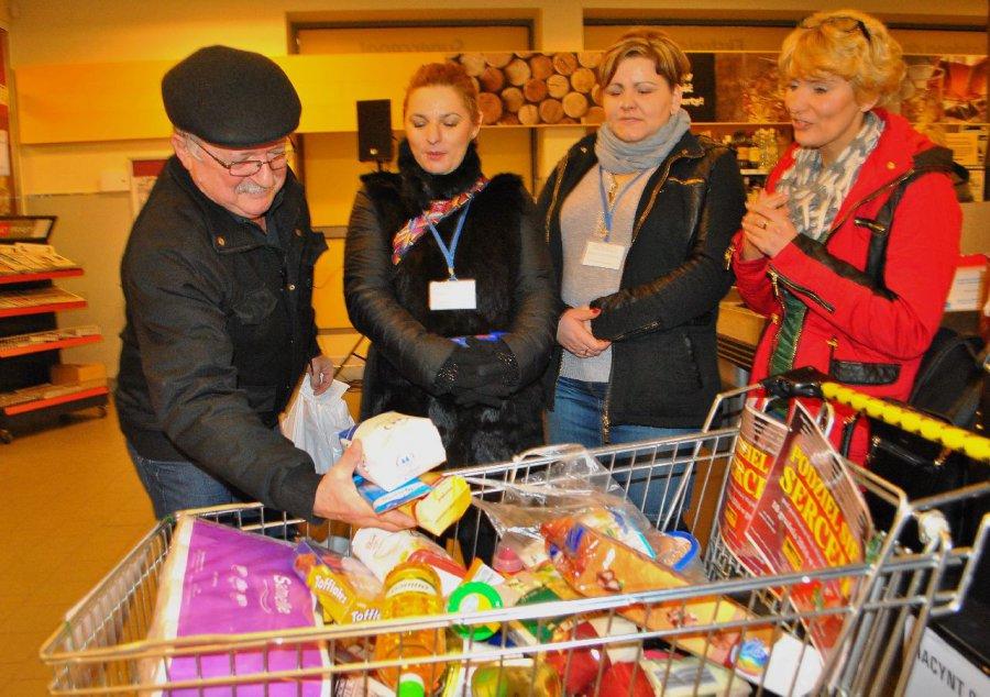 Do koszyka wrzućmy więcej zakupów i część przekażmy wolontariuszom