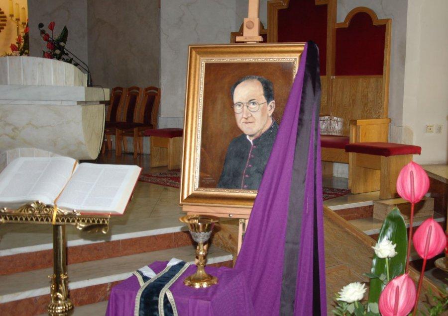 Dzień przed pogrzebem parafianie pomodlą się przy trumnie prałata