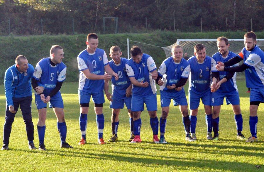 Piłkarze Myślachowic zrobili kołyskę i urwali punkt liderowi