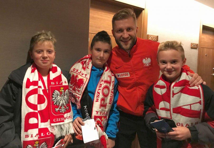 Młodzi piłkarze z Libiąża w nagrodę obejrzeli na żywo mecz z Czarnogórą i spotkali się z reprezentantami
