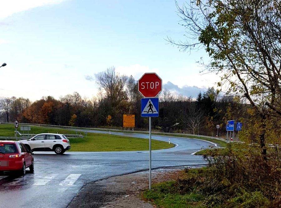 """Na niebezpiecznym skrzyżowaniu w Chrzanowie pojawił się w końcu znak """"stop"""""""