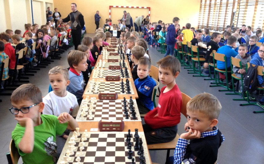 Szachiści grają dla chorej Kasi (zdjęcia)