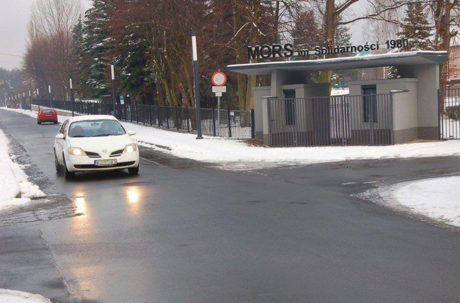 Zniesienie ograniczenia w ruchu w pobliżu stadionu podzieliło mieszkańców