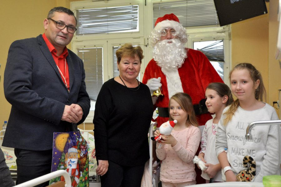 Mikołaj rozdawał prezenty w szpitalu