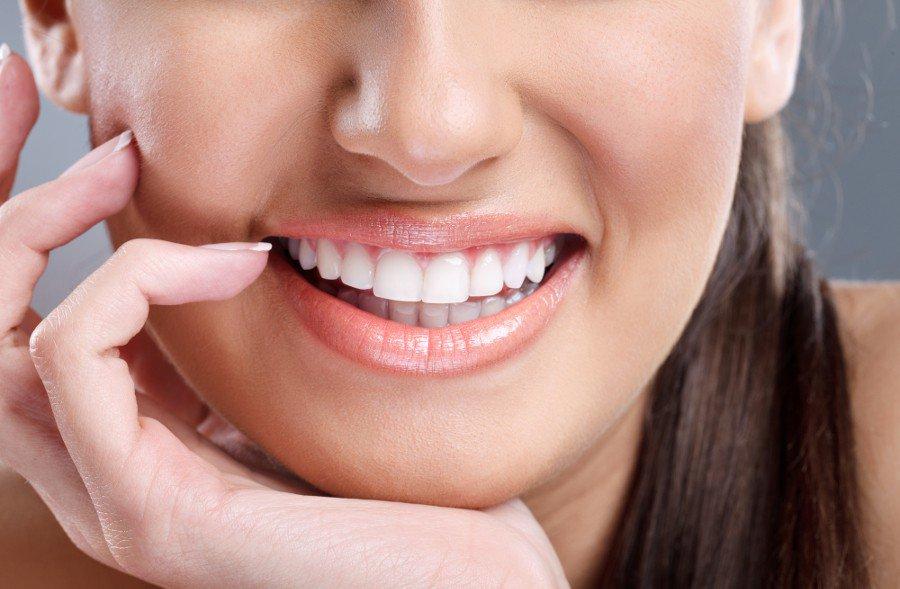 Biały uśmiech - kilka skutecznych sposobów na wybielenie zębów