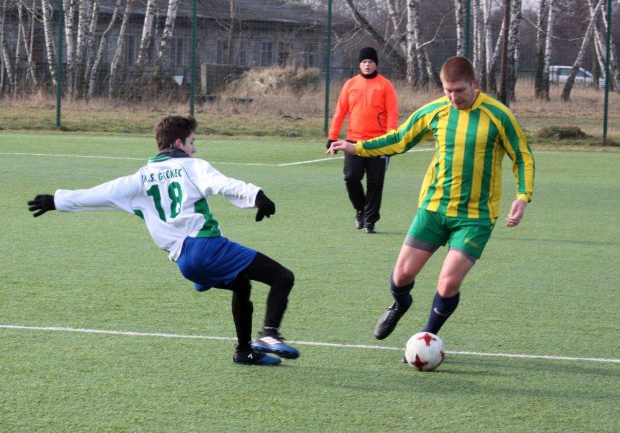 Piłkarze Gromca bez zmienników przegrali z Byczyną (ZDJĘCIA)