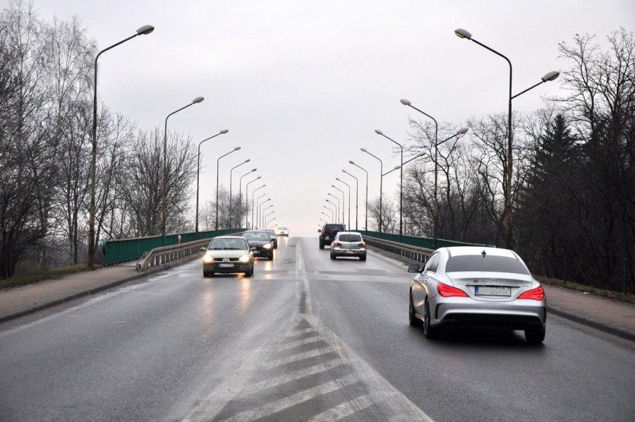 Uwaga kierowcy: od poniedziałku zwężenie jezdni na wiadukcie
