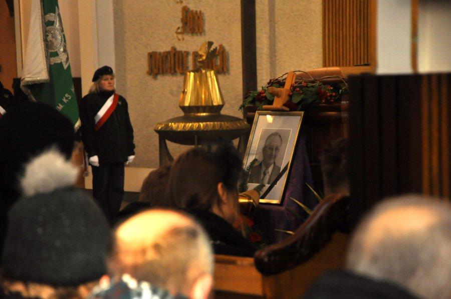 Mieszkańcy pożegnali zmarłego burmistrza Trzebini (ZDJĘCIA)