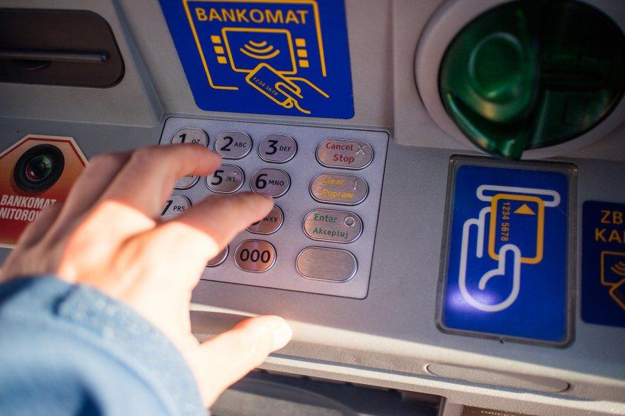Niektórzy nie wypłacą pieniędzy z bankomatu. Inni nie zapłacą kartą