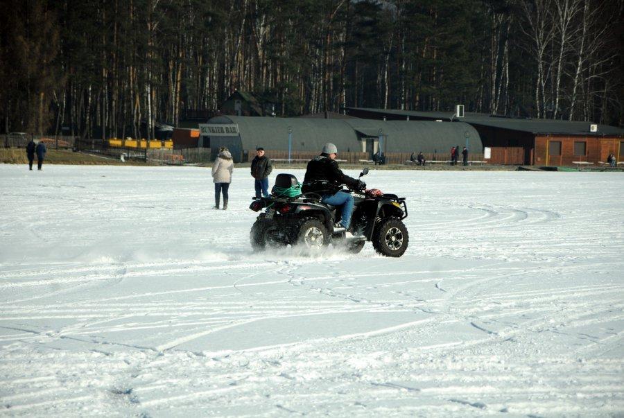 Jedni spacerowali po lodzie, inni jeździli na quadach, rowerach, nartach... (ZDJĘCIA)