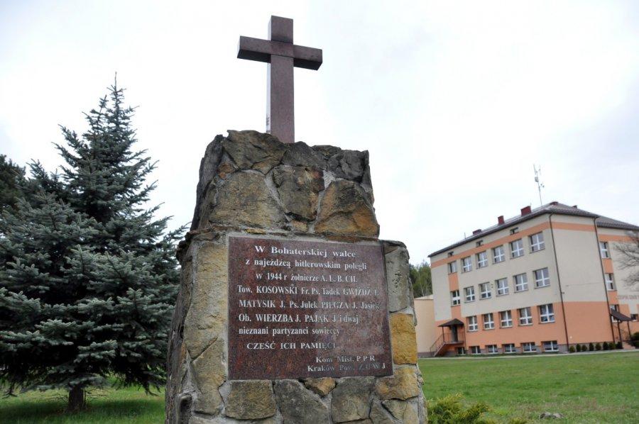 Pomnik nie zostanie usunięty, ale...