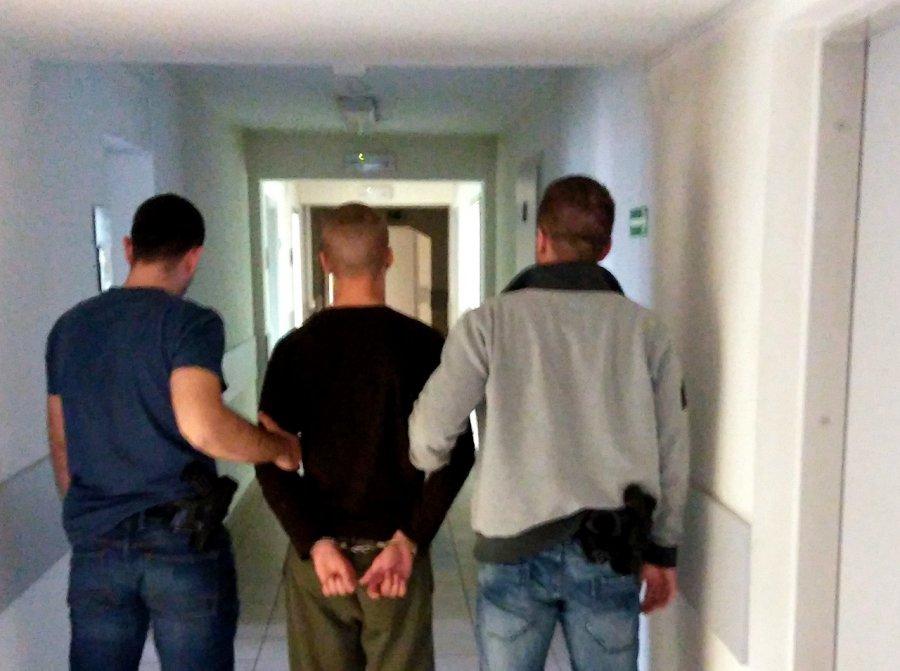 Tymczasowy areszt dla 19-latka. To on kopnął w głowę policjanta