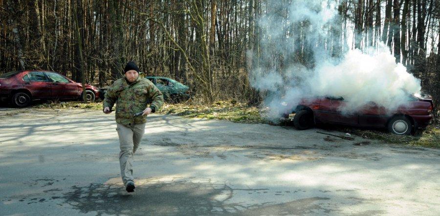 Zapalił się samochód. Ćwiczenia w ratowaniu ludzi (WIDEO, ZDJĘCIA)