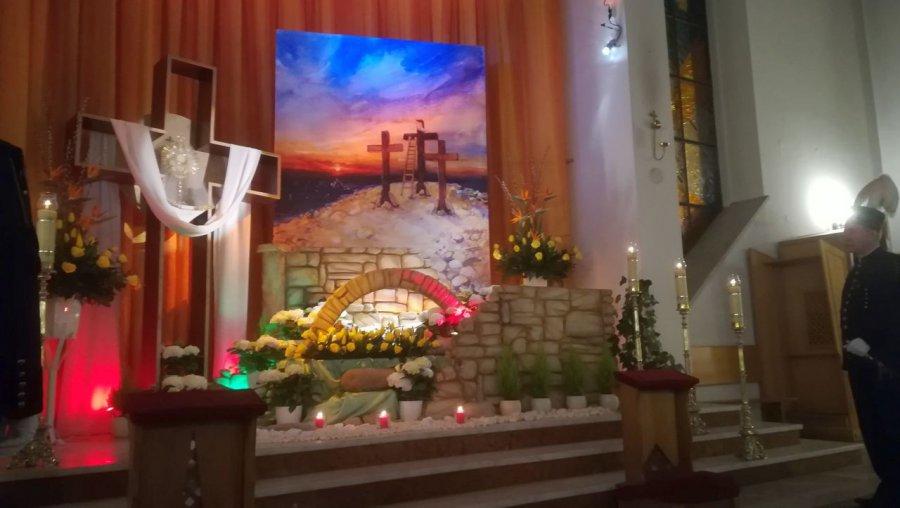 Wierni przyszli skoro świt do kościołów, by się ucieszyć z pustego grobu