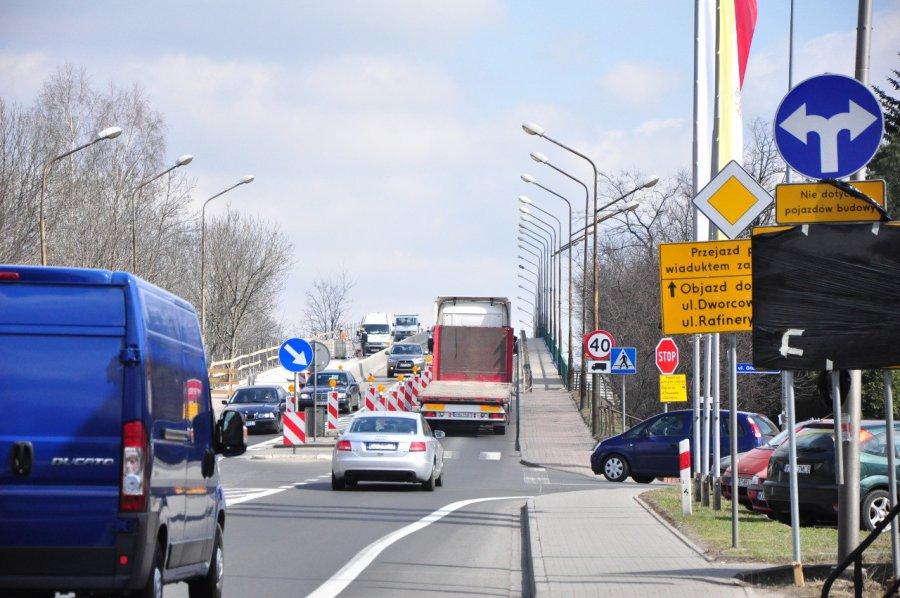 W poniedziałek drogowcy zamykają wiadukt nad torami