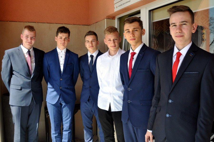 Uczniowie zdają egzamin i uciekają z powiatu chrzanowskiego
