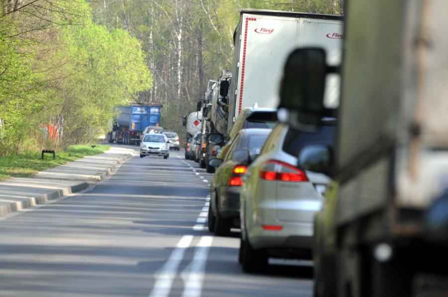 Gdy przejazd kolejowy zamknięty, na Słowackiego robi się duży korek